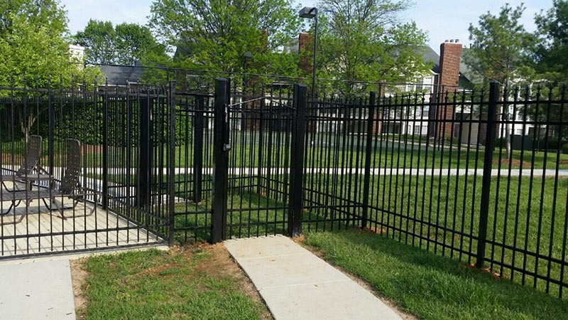 commerical-aluminum-fencing